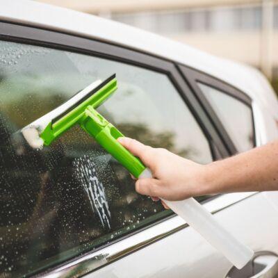 Ablaktisztítónkkal egyszerű lesz az autómosás